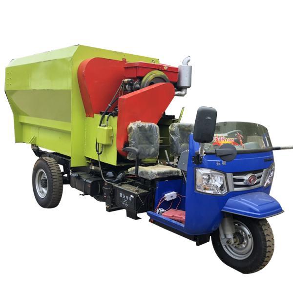 机动三轮带动TMR搅拌撒料一体机 TMR搅拌机价格