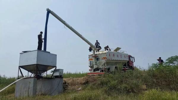 30立方散装饲料车厂家_性价比高的饲料运输车_经久耐
