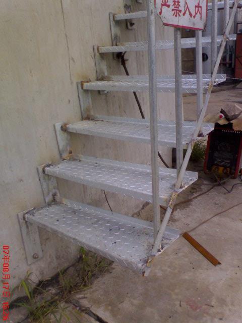 专业乌兰察布盟烟筒钢折梯安装公司施工烟气在线监测专用