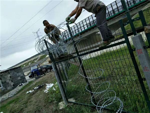 桥梁沿线防护网哪里好_桥梁沿线防护网哪里生产