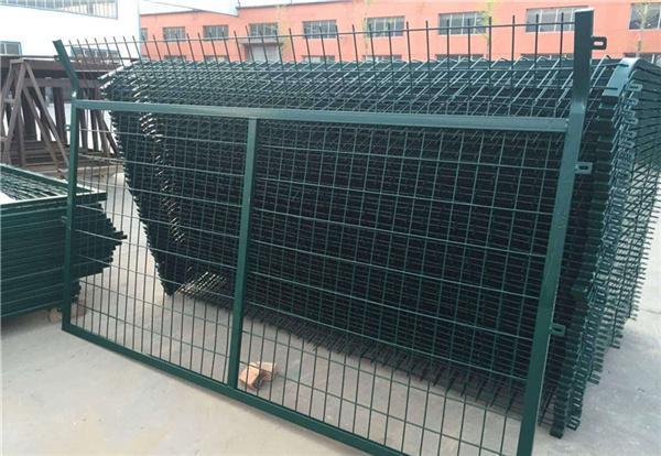 济南8001高铁防护栅栏生产厂家