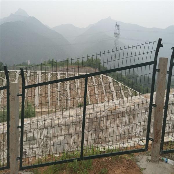 铁路防护栏哪里生产_铁路防护栏供应厂家