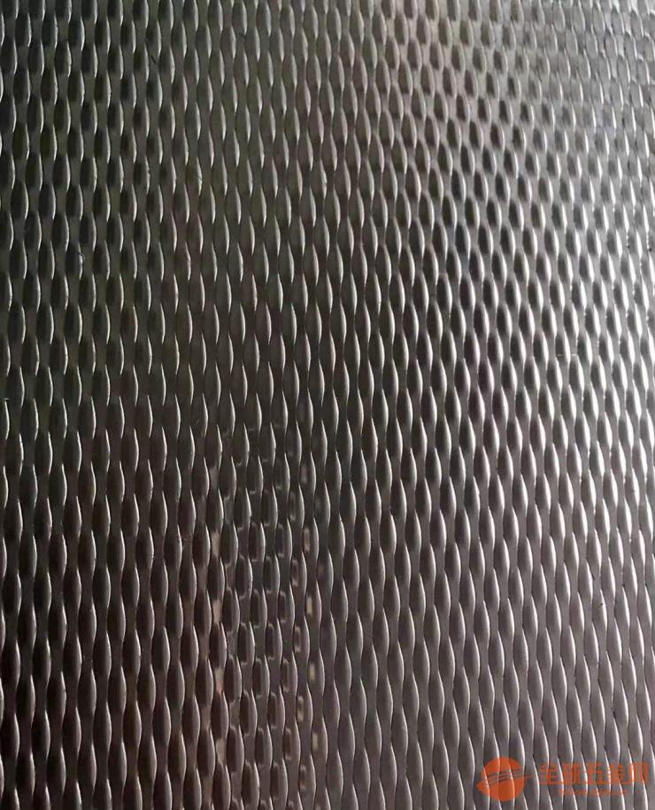 佛山市博饰不锈钢有限公司是一家集设计、研发、加工、销售为一体的整合型的不锈钢制造商。主要生产线有:西安引进的1250mm和1550mm拉矫设备各一台:日本引进1250mm分条设备一台;应对出口质量PVD真空离子6000mm电镀炉两台,国内中高端PVD真空离子4200mm电镀炉四台;行内*先进的1250mm晶粉液压超精磨8k镜面设备四台,1550mm超精磨8k镜面设备两台;高精度1250mm丝印蚀刻设备两台,感光蚀刻生产线两条,能够应对各种的电梯装饰公司和幕墙装修公司的要求;另引进国内*一一台1250mm全