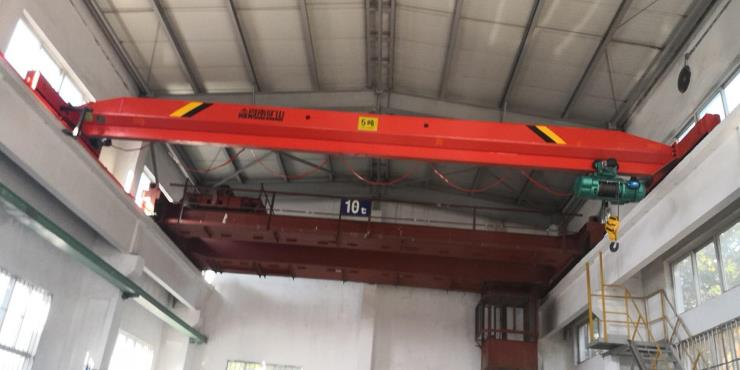 河南省矿山:QU100轻轨起重轨价格