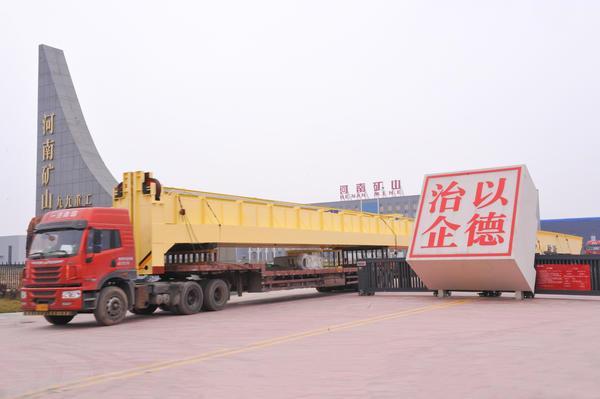 礦山集團:A型10噸雙梁吊鉤門式起重機多少錢
