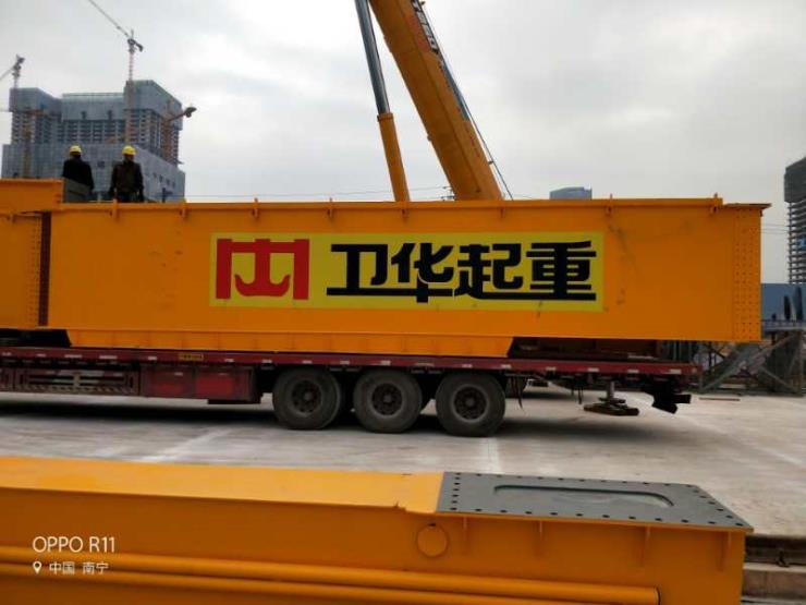 卫华集团新闻:60吨25吨起重机DK1电气柜改造维护