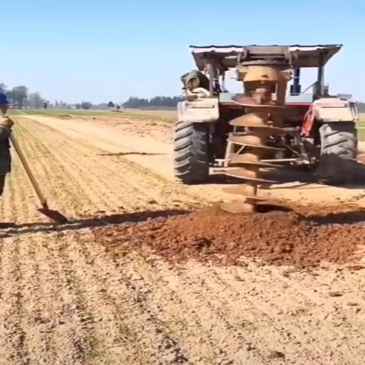 田间地头栽种挖坑机 拖拉机带动