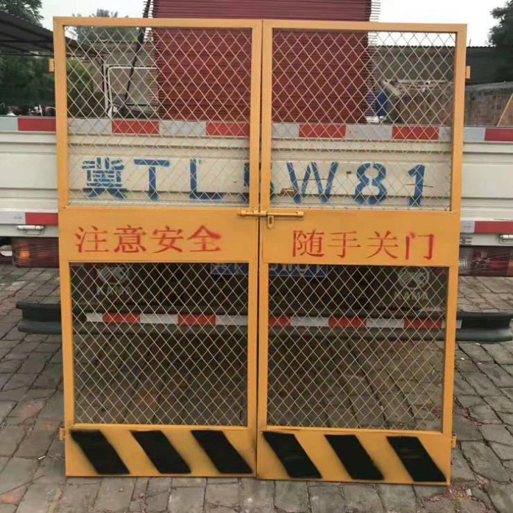 河北尚天电梯防护门 建筑工地人货梯安全门现货供应
