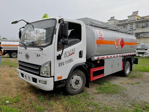 清理庫存東風10噸加油車,廠家促銷