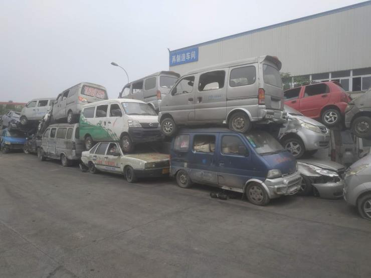 拆解报废车_小车报废车回收价格表_出售各种报废车旧配件