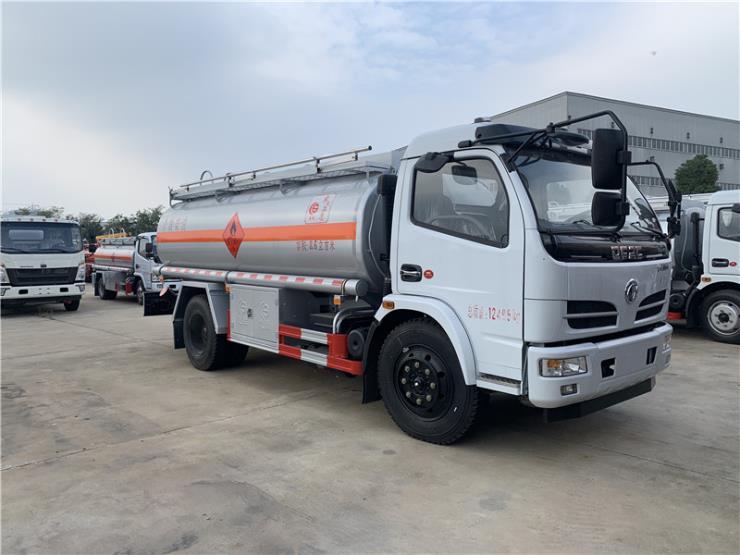 东风多利卡油罐车8.6方_液罐车_玉柴150马力