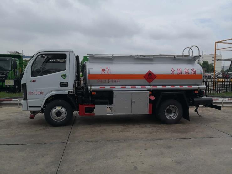 西藏5吨加油车、液罐车