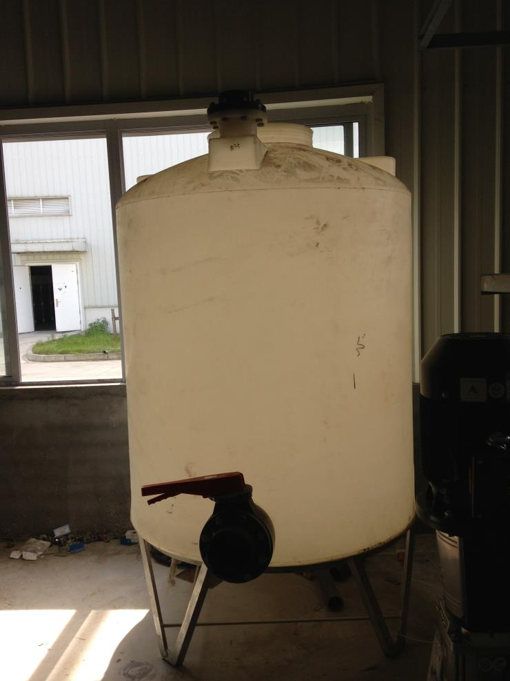 1吨塑料锥底水箱,耐腐蚀耐酸碱排污水塔