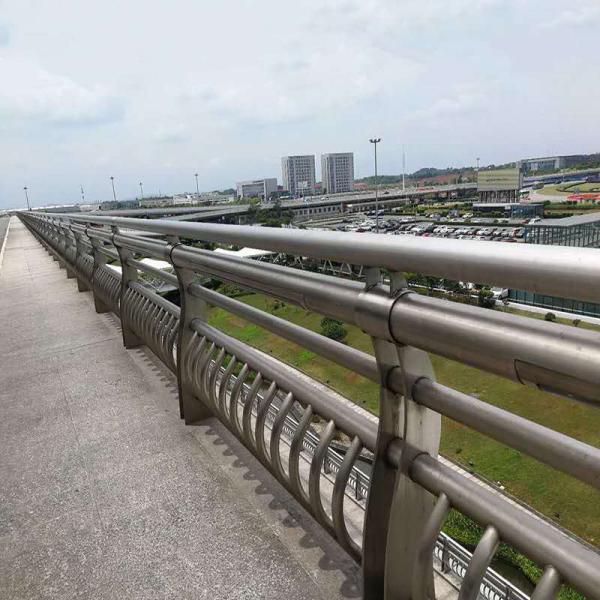上海防撞护栏规格