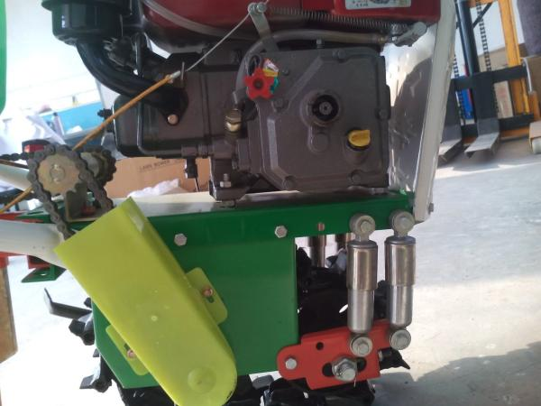 厂家直销家用播种施肥机_玉米精播机