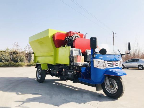 杞 县饲料撒料车生产厂家 自动化撒料车价格