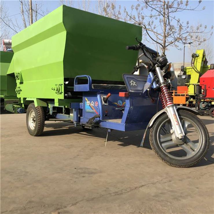 供应牛场撒料车 养殖场三轮撒料车 柴油款喂料车