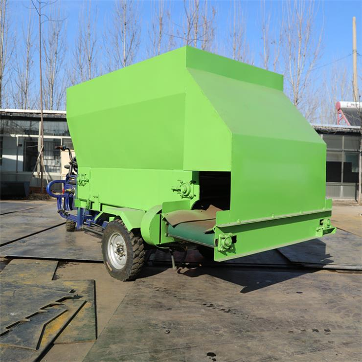 类乌齐县电动撒料车 全自动饲喂车 撒料车