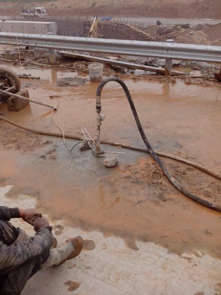 湖北雙液變量注漿泵路面填充