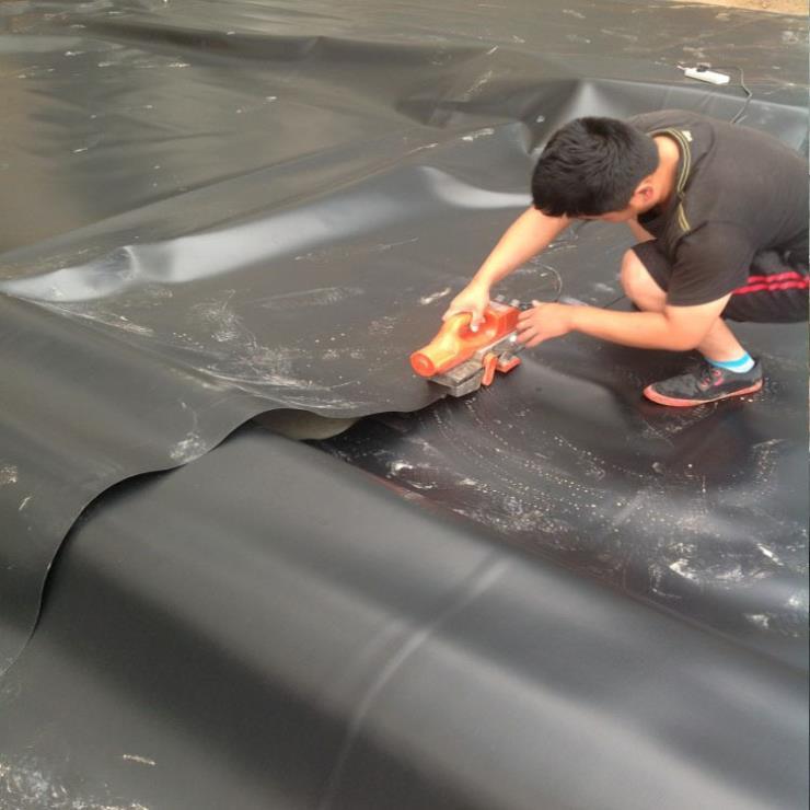 云南丽江爬焊机价格厂家 防水板自动焊接机