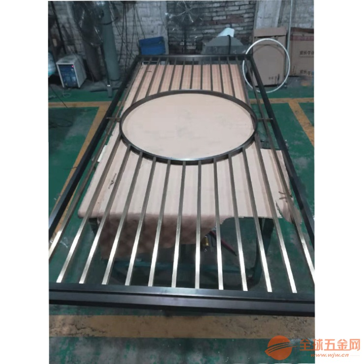 提供深圳别墅不锈钢屏风工程 生产安装一条龙服务