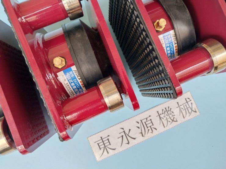 楼上机器减震用的防振胶垫,塑料破碎机防震脚垫 找东永源