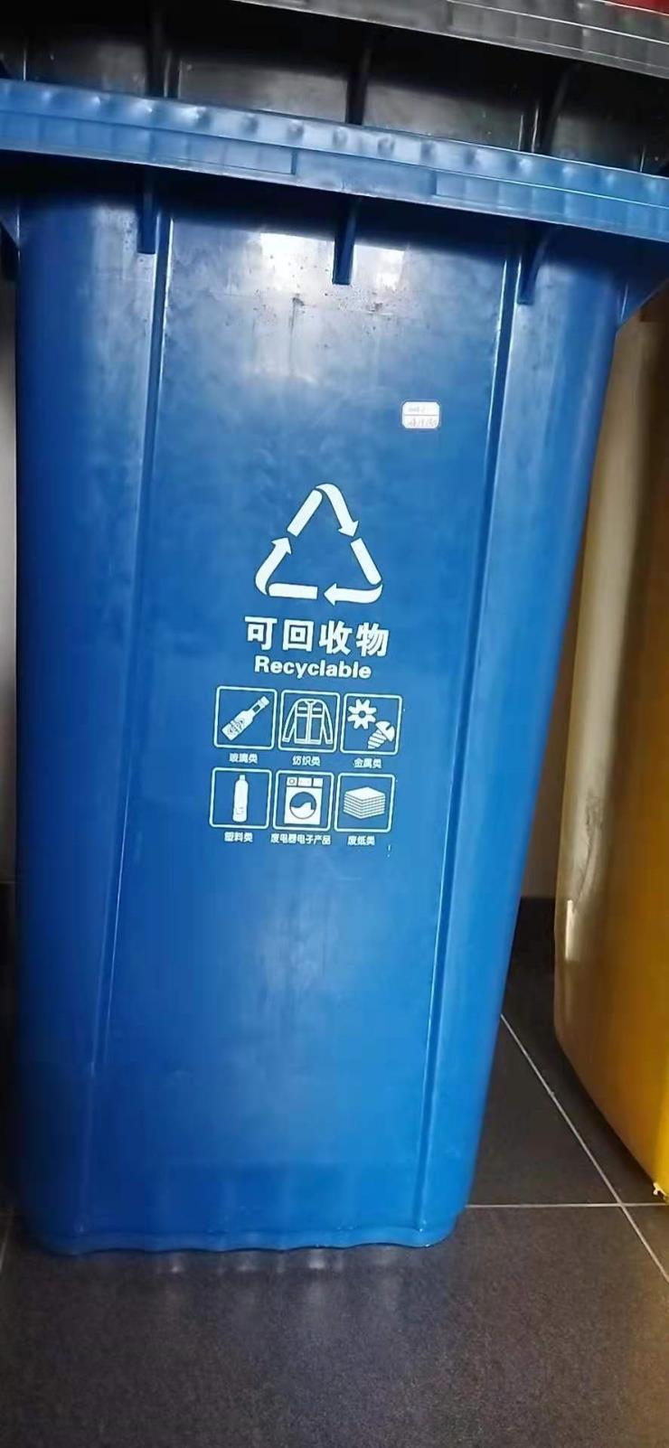 小区物业户外带盖挂车款塑料垃圾桶